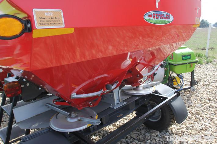 Торачки Прикачна торачка Gencler 2500 л. 2 - Трактор БГ